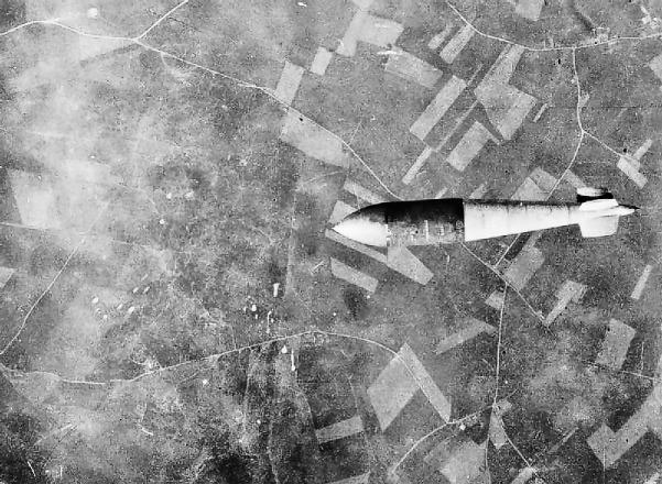 Tallboy_bomb_dropped_on_Watten_bunker_1944.jpg